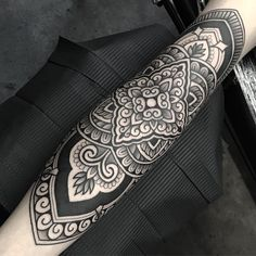 an ornamental tattoo artist, Jack Peppiette was Continue Reading and for more tattoo design → View Website Finger Tattoos, Body Tattoos, Life Tattoos, Hand Tattoos, Tattoo Ink, Arm Tattoos For Women, Tattoo Designs For Women, Love Tatto, Tattoo Pierna
