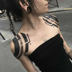 Black Tattoos, Body Art Tattoos, Girl Tattoos, Tattoos For Guys, Tatoos, Blackwork, Unique Tattoo Designs, Unique Tattoos, Cyber Tattoo