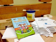 """""""Die Hockey-Kids"""": Nach dem Rummel in der Medien-Presse geht es weiter in der Holz-Klotz-Presse... Ein Kinderbuch für Kinder geschrieben, von Kindern selbst gebunden.  Sozusagen """"Ganzheitliche Lesefreude"""""""