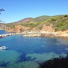 Buona domenica dalla spiaggia di #felciaio a #capoliveri nello scatto di @dannymamba73. Continuate a taggare le vostre foto con #isoladelbaapp il tag delle vostre vacanze all'#isoladelba. http://ift.tt/1NHxzN3