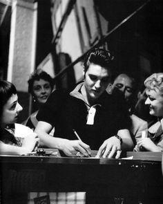 Elvis Presley pleasing fans