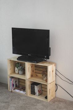 A simple TV stand fulfills the idea of holding the TV, but we understand that you want something more than that! Therefore, check out these awesome DIY TV stand ideas! Diy Furniture Tv Stand, Wood Crate Furniture, Tv Stand Decor, Diy Tv Stand, Furniture Stores, Cheap Furniture, Discount Furniture, Tv On Stand, Narrow Tv Stand