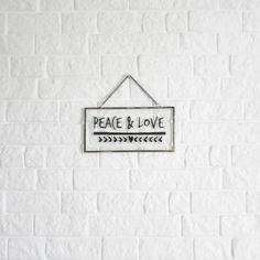 Um dos meus objetos de decoração preferido... ♡ #peaceandlove #parededetijolinhos #quarto #home #details #myhome #homesweethome #homedecor #homestyle #homedesign #diariodadecoracao #homemade #designdeinteriores #instadecor #instalove #lovedecor #decor #decoration