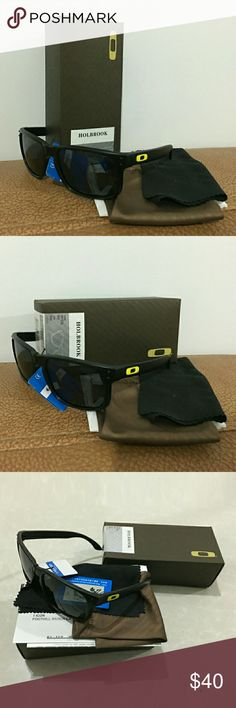 Oakley Holbrook Polarized Sunglasses Brand:Oakley Polarized:Yes Material: Plastic frame    Plastic lens 100% UV protection coating Size:frame width:135mm       eyeglasses width:56mm     eyeglasses height:42mm Package contain:1*Oakley sunglasses  1*box   1*Glasses pouch   1*Glasses cloth    1*Instructions    1*Warranty Card Accessories Sunglasses