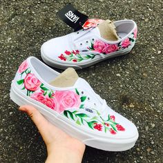 Painted Canvas Shoes, Custom Painted Shoes, Painted Sneakers, Painted Clothes, Custom Shoes, Denim Art, Floral Sneakers, Shoe Art, Diy Fashion