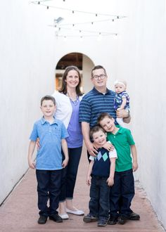 8 Tips for a Happy Family Portrait Session. Family in downtown Gilbert, Arizona by Jubilee Family Photography.
