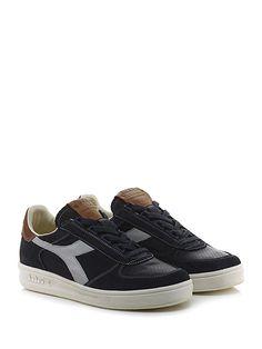 DIADORA Heritage - Sneakers - Uomo - Sneaker in camoscio, pelle e tessuto tecnico con parte tomaia micro forata e suola in gomma. Tacco 35, platform 25 con battuta 10. - BLACK\NAVY - € 210.00