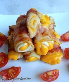 A legjobb Baconben sült sajttekercs recept fotóval egyenesen a Receptneked. Clean Eating Breakfast, Breakfast For Dinner, Breakfast Recipes, Paleo Recipes, Cooking Recipes, Just Eat It, Hungarian Recipes, Breakfast At Tiffanys, Quick Meals