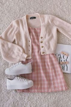 Retro Outfits, Girly Outfits, Cute Casual Outfits, Stylish Outfits, Dress Casual, Plaid Dress, Jumper Dress, Pink Top Outfit, Blue Skirt Outfits