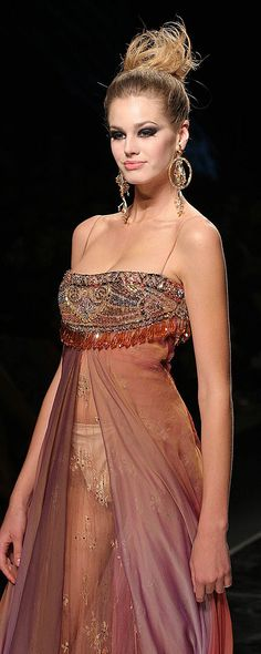 Abed Mahfouz Fall-winter 2005-2006 - Couture - http://www.orientpalms.com/abed-mahfouz,605