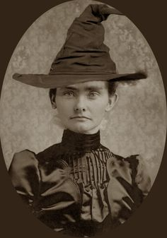 Altered photo to make witches of old from Halloween Forum for Cabinet of Curiosities Vintage Witch Photos, Vintage Halloween Photos, Halloween Pictures, Antique Photos, Retro Halloween, Halloween Fotos, Holidays Halloween, Halloween Witches, Halloween Costumes