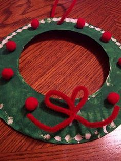 christmas crafts for toddlers!  i think fingerprints for the white parts would make this even cuter!