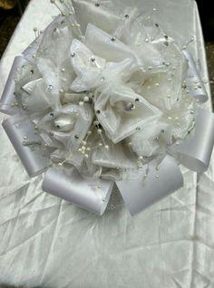 white wedding buquet