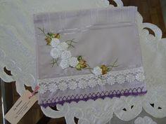 LOY HANDCRAFTS, TOWELS EMBROYDERED WITH SATIN RIBBON ROSES: Toalha para Lavabo ou para bebê, bordada com flore...