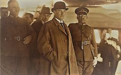 "Atatürk, Sakarya Motoru ile Suadiye'ye kadar gezinti yaparken... (İstanbul - 15 Eylül 1931)  ENG Atatürk sailing to Suadiye by the boat named ""Sakarya""   Istanbul, 15 Sep 1931"