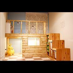 sig0320さんの、キッズルーム,子供部屋改造中,SPF材,二階建て,照明DIY,照明✨,秘密基地,秘密基地DIY,キッズスペース,ロフト,ロフトDIY,子供部屋,子供と暮らす。,DIY,IKEA,トロファスト階段,ロディ,アクセントウォール,窓付き,アンティークワックス,ラスティックパイン,棚,のお部屋写真