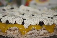 Kokoskake med svisker og gul krem Norwegian Food, Norwegian Recipes, Cake Recipes, Bakery, Food And Drink, Pudding, Snacks, Desserts, Puerto Rico