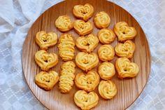 「絞り出しクッキー」えびちゃん♪   お菓子・パンのレシピや作り方【cotta*コッタ】 Butter, Cookies, Desserts, Recipes, Food, Crack Crackers, Tailgate Desserts, Biscuits, Dessert