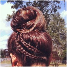 braided bun| This is interesting.. I would not wear my hair on the very top of my head like this but it gives inspiration for something else.