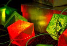 Mit der weihnachtlichen OBI Selbstbauanleitung sind die Weihnachtslampions schnell und einfach selber gemacht.
