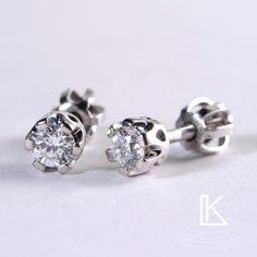 Zlaté náušnice osazené diamanty do tzv. korunky. #šperky #zlato #love #náušnice # ohrringe #earrings