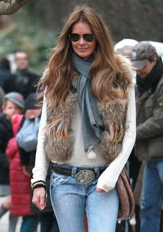 Elle MacPherson Photos - Elle Macpherson looks smiley and stylish in her fur body warmer on the school run today. - Elle MacPherson Walks to School Urban Fashion, Daily Fashion, Fashion 2017, Elle Macpherson, Winter Outfits Women, Urban Chic, Fashion Outfits, Womens Fashion, Autumn Winter Fashion