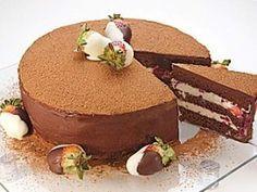 BOLO TRUFADO DE CHOCOLATE E FRUTAS VERMELHAS, SIMPLESMENTE DESLUMBRANTE E MARAVILHOSO ESSE BOLO.   http://cakepot.com.br/bolo-trufado-de-chocolate-e-frutas-vermelhas/