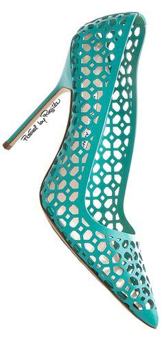 Σκεφτείτε να φαίνεται αυτό το παπούτσι κάτω από το νυφικό σας φόρεμα; Μια μικρή λεπτομέρεια σε πράσινο που θα δώσει άλλη νότα στο γάμο σας. www.lovetale.gr #WomenShoesRetro