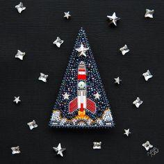 И наконец - третья брошь в коллекции про космос! Теперь классика - Space Rocket (Космическая ракета). Как многие в комментариях к прошлому…