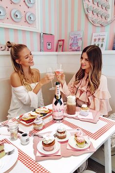 Monday Update #45 | Cheers to friendship and pink cupcakes I Paris: http://www.ohhcouture.com/2017/03/monday-update-45/ #ohhcouture #leoniehanne