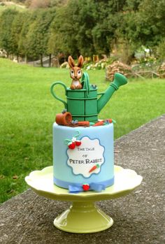 EDITOR'S CHOICE (10/01/2014) Peter Rabbit mini cake by Milky Way di Isabella Coppola View details here: http://cakesdecor.com/cakes/159446-peter-rabbit-mini-cake