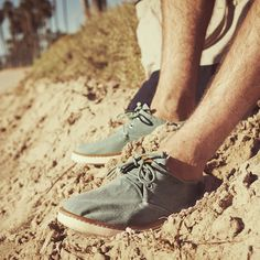 These shoes are Dang Cool! Mens Chukka Shoes, Casual Summer Outfits, Seaside, Mens Fashion, Sneakers, How To Wear, Canvas, Moda Masculina, Men's