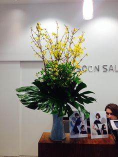 Each week, our designers produce new color display with carefully arranged fresh flowers to complement the mood and give your office desk or lobby. #weekly #delivery #arrangement #flowers #floral #fresh  #office #hotels #reception #lobby #NYC