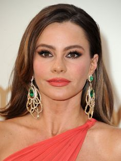 Sofie Vergara wears her coral lip color to match her coral dress. This coral shade is very good in fair skinned women.