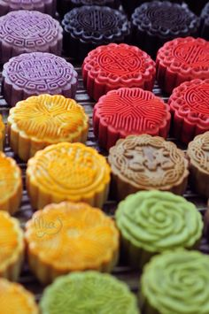 Moon cake 2016 Mooncake color back red purple black green yellow