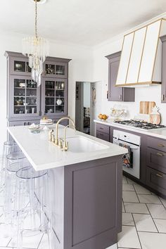 An Elegant But Easy-Going Kitchen Makeover!