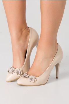 Pantofi stiletto crem cu aplicatii florale Pumps, Heels, Magenta, Floral, Fashion, Heel, Moda, Fashion Styles, Pumps Heels