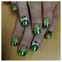 These nail remind me of the Emerald City in The Wizard Of Oz. Sexy Nails, Cute Nails, Pretty Nails, Gel Nail Designs, Cute Nail Designs, Oz Tattoo, Tattoos, Manicure And Pedicure, Pedicures