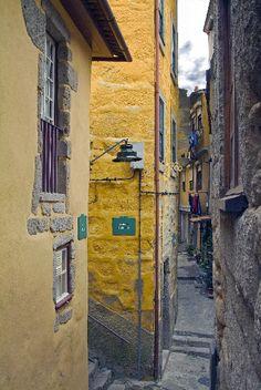 Ruas do Porto / Streets of Porto > Rua de Baixo - Portugal