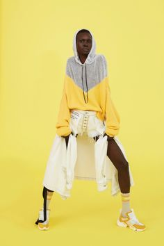 Unravel Resort 2019 Fashion Show Collection: See the complete Unravel Resort 2019 collection. Look 13 Sport Fashion, Fashion Outfits, Fashion Fashion, Nyfw Street Style, Athleisure Fashion, Africa Fashion, Black Models, Fashion Show Collection, Outdoor Outfit