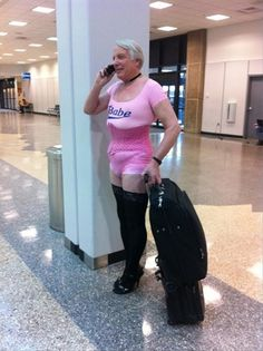 Sometimes, we see funny people at the airports in weird clothes or with unusual things. Check 24 hilarious photos of people at airports that will entertain you.