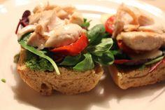 Nogle gange når der skal laves en hurtig og nem aftensmad bliver det til sandwich   Du skal bruge:   noget godt flute  kyllingeinderfilet  b...