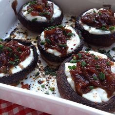gefüllte Portobello-Champignons mit Ziegenfrischkäse und karamellisierten Balsamicozwiebeln