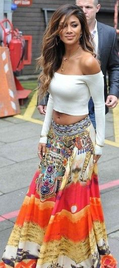 There are 2 tips to buy maxi skirt, long dress, long skirt, nicole scherzinger. Hippie Style, Style Tribal, Gypsy Style, Bohemian Style, My Style, Hippie Chic, Hippie Masa, Modern Hippie, Bohemian Gypsy
