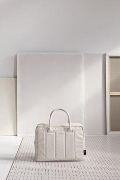 laptop bag/ off white