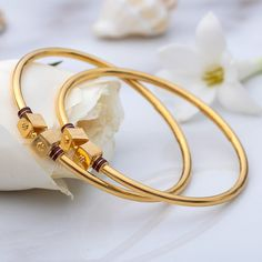 Real Gold Jewelry, Fancy Jewellery, Gold Jewelry Simple, Diamond Jewellery, Jewellery Showroom, Jewellery Storage, Plain Gold Bangles, Gold Bangles Design, Gold Jewellery Design