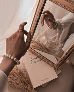 Cream Aesthetic, Gold Aesthetic, Classy Aesthetic, Aesthetic Collage, Aesthetic Vintage, Aesthetic Photo, Aesthetic Pictures, Jewelry Photography, Fashion Photography
