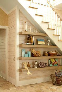 idéia para aproveitar o espaço embaixo da escada