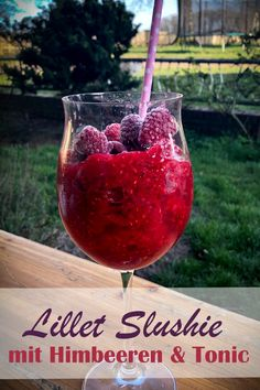 Lillet Slushie, the perfect drink for summer - add and mix frozen ras Slushies, Summer Drinks, Cocktail Drinks, Alcoholic Drinks, Tonic Water, Lillet Berry, Smoothie Recipes, Smoothie Detox, Protein Smoothies