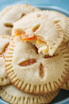 Apricot Sugar Cookie Pies Filled with Apricot Preserves Filled with wonderfully sweet and tangy apricot preserves, Apricot Sugar Cookie Pies are the perfect treat for the season! Filled Cookies, No Bake Cookies, Cookies Et Biscuits, Yummy Cookies, Yummy Treats, Sweet Treats, Pillow Cookies Recipe, Peach Cookies, Baking Cookies